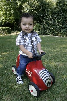 Rockabilly toddler and his sweet ride! Baby Momma, Cute Baby Boy, Rockabilly Boys, Rockabilly Style, Punk Rock Baby, Kid Styles, Happy Kids, Boy Fashion, Little Boys