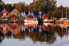 A Gorgeous German Boat Home On The Baltic - http://www.decorationous.com/home-decoration/a-gorgeous-german-boat-home-on-the-baltic.html