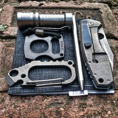 really need to get a multi-tool keychain Edc Tools, Survival Tools, Camping Survival, Survival Prepping, Edc Gadgets, Edc Tactical, Everyday Carry Gear, Cool Gear, Edc Gear