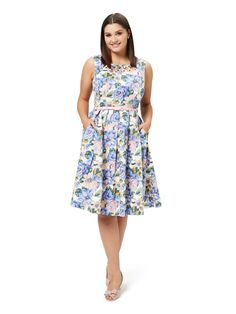 Dresses Online, Dresses For Sale, Girls Dresses, Flower Girl Dresses, Summer Dresses, Floral Fashion, Fashion Dresses, Different Dress Styles, Online Dress Shopping