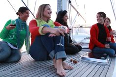 Un tour en voilier ? Un coucher de soleil observé depuis la mer ? Sans doute l'activitée la plus demandée ! Tour, Young Living, Bridal Shower, Creative Ideas, Sailboats, Sun