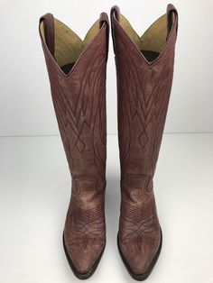 01296229887 A Western-inspired silhouette defines this benchcrafted boot made from  tumbled Italian buffalo leather.