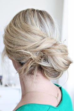 The Lazy Girl's Guide to Easy Messy Bun Hair Ideas   1-minute side swept messy bun by @twistmepretty
