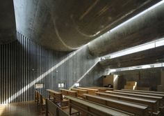 takeshi hosaka architects curves concrete forms above shonan christ church photo by koji fujii nacasa & partners inc Sacred Architecture, Church Architecture, Religious Architecture, Japanese Architecture, Light Architecture, Residential Architecture, Contemporary Architecture, Interior Architecture, Architecture Religieuse