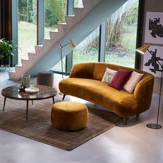 Un pouf jaune curry, Bolia - Marie Claire Banquette Table, Pouf Design, Set Design, Modern Couch, Home Living Room, Interior Design Living Room, Sweet Home, Lounge, House Styles
