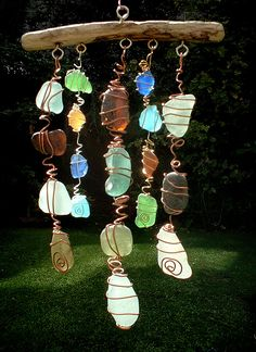 Sea Glass Chimes & Suncatchers Make a Sun Catcher Sea Glass Chime. Saw these at a craft fair and they were a little pricey! Beach Crafts, Fun Crafts, Arts And Crafts, Seashell Crafts, Rock Crafts, Nature Crafts, Sea Glass Beach, Sea Glass Art, Sea Glass Decor