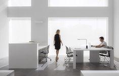 stua-dot-partners-black-and-white-office-furniture-007