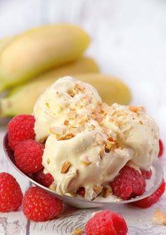 Superfood Eis klingt nach einem Widerspruch. Doch die Rezepte mit Cashews, Matcha und Co. versorgen den Körper mit wichtigen Nährstoffen und schmecken