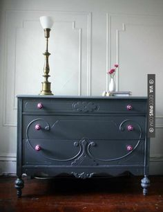 Love this! - dark gray dresser- love the knobs with it! | CHECK OUT MORE DRESSER IDEAS AT DECOPINS.COM | #dressers #dresser #dressers #diydresser #hutch #storage #homedecor #homedecoration #decor #livingroom