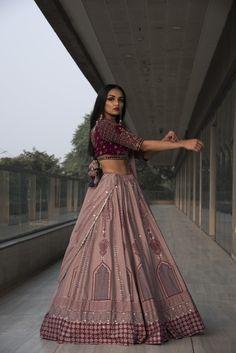 Party Wear Indian Dresses, Indian Gowns Dresses, Indian Bridal Outfits, Indian Bridal Fashion, Dress Indian Style, Indian Fashion Dresses, Indian Designer Outfits, Wedding Lehenga Designs, Kurta Neck Design