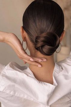 Low Bun Hairstyles, Second Day Hairstyles, Greasy Hair Hairstyles, Work Hairstyles, Bride Hairstyles, Celebrity Wedding Hair, Wedding Hair And Makeup, Hair Makeup, Low Bun Wedding Hair