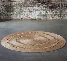 "Isn't this dandelion rug itself a ""welcoming""? Looks like capim-dourado to me!"