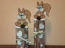 Eichhörnchen Herbstdeko auf Holzpfosten