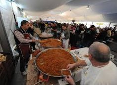 Mieres celebra la fiesta de la patrona de los mineros con una comida en el parque en la que se repartieron 160 kilos de chorizo