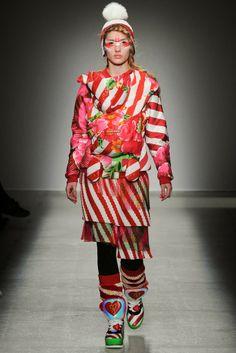 Más vestidos para ti: Manish Arora Paris Fashion Week Otoño Invierno 201...