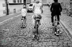 hochzeitsfahrräder mit Blechbüchsen