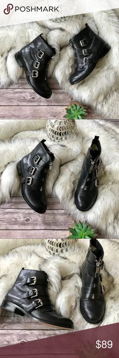💗Michael Kors ankle leather boots💗 Michael Kors ankle leather boots in size 7.5, worn only couple times condition is like new MICHAEL Michael Kors Shoes Ankle Boots & Booties