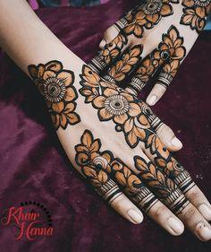 Simple Mehndi Designs Fingers, Black Mehndi Designs, Latest Henna Designs, Floral Henna Designs, Stylish Mehndi Designs, Henna Art Designs, Mehndi Designs For Girls, Mehndi Design Photos, Wedding Mehndi Designs