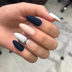 Semi-permanent varnish, false nails, patches: which manicure to choose? - My Nails Classy Nails, Stylish Nails, Cute Nails, Classy Almond Nails, Trendy Nails 2019, Almond Acrylic Nails, Best Acrylic Nails, Almond Nail Art, Best Nails