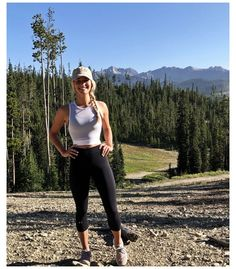 Mountain Hiking Outfit, Cute Hiking Outfit, Trekking Outfit, Summer Hiking Outfit, Cute Camping Outfits, Camping Outfits For Women Summer, Black Leggings Outfit Summer, Hiking Dress, Mountain Wear
