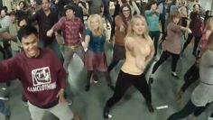 """Check out the cast of The Big Bang Theory do a flash mob for their audience by performing """"Call Me Maybe"""" during a taping YA GOTTA WAIT TILL THE END!! lol"""