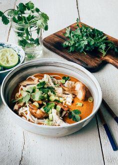 Ramen (noedelsoep) met rode curry en kip - Uit Paulines Keuken Curry Ramen, Veggies, Ethnic Recipes, Food, Vegetable Recipes, Vegetables, Essen, Meals, Yemek