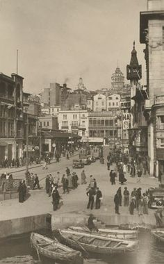 +++++++++++++++++++++ Old and New Photos of Istanbul - Constantinople es.pintere - Picture For You - - +++++++++++++++++++++ Old and New Photos of Istanbul - Constantinople es.pintere - Picture For You Pictures Of Turkeys, Old Pictures, Old Photos, Istanbul Pictures, Empire Ottoman, Milan, Turkish Art, Asian History, Naples