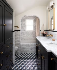 """Heidi Caillier on Instagram: """"One of my favorite bathrooms we've done. Also, happy Monday and praise be that January is over. Builder: @h3homes.seattle 📷: @haris.kenjar…"""" Bathroom Design Inspiration, Bathroom Inspo, Bathroom Interior, Bathroom Ideas, Bathroom Things, Bathtub Ideas, Downstairs Bathroom, Interior Inspiration, Master Bathroom"""