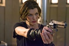 The movie Resident Evil 4 Afterlife is starring Milla Jovovich, Ali Larter, Wentworth Miller and Shawn Roberts.