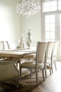 Chic modern French dining room design with rustic wood trestle .Mesa y sillas que me encantan French Dining Tables, Fine Dining, French Table, Small Dining, Esstisch Design, Sweet Home, Dining Room Inspiration, French Decor, French Chic