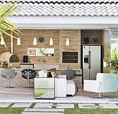 http://casa.abril.com.br/materia/area-de-lazer-com-home-theater-tem-ate-cozinha-gourmet#4