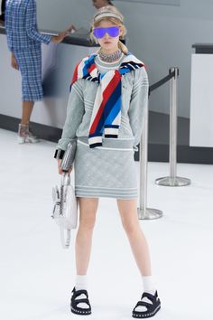 Chanel Spring 2016 Ready-to-Wear Fashion Show - Ola Rudnicka (Next)