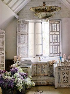 A vintage, shabby chic, boho, upcycled dream of design bathroom!