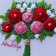 Acompáñame a bordar un Bouquet de Rosas In this video I invite you to embroider a bouquet of roses on the stems. I hope you like it. Diy Embroidery Patterns, Basic Embroidery Stitches, Hand Embroidery Videos, Embroidery Stitches Tutorial, Embroidery Flowers Pattern, Flower Embroidery Designs, Creative Embroidery, Simple Embroidery, Learn Embroidery