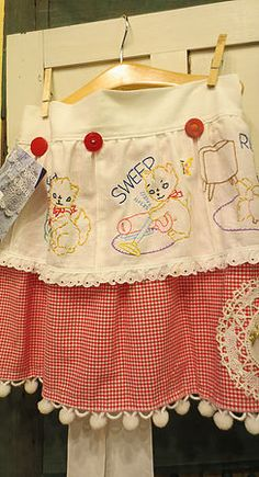 Handmade Aprons from Antique Linens Vintage Handkerchiefs, Aprons Vintage, Vintage Sewing, Upcycled Vintage, Retro Apron, Vintage Linen, Repurposed, Vintage Embroidery, Embroidery Designs