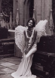 Amber Valletta - December 1993 - New York - City of Angels - Harper's Bazaar - Photo by Peter Lindbergh Film Noir Fotografie, Fotografie Portraits, Fashion Fotografie, Peter Lindbergh, Angels Among Us, City Of Angels, Angels And Demons, Fallen Angels, Amber Valletta
