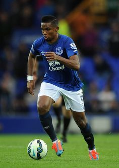 Samuel Eto'o of Everton in action during the Barclays Premier League match between Everton and Chelsea at Goodison Park on August 2014 in Liverpool, England. Football Kits, Football Cards, Football Soccer, Soccer Teams, Goodison Park, Tottenham Hotspur Fc, Everton Fc, Barclay Premier League, Premier League Matches