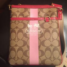 Beautiful Coach Crossbody  Beautiful Coach Crossbody is gently used and great material to keep clean!easy wipe down, strap is a little soiled and could use a spot cleaning, otherwise in great condition Coach Bags Crossbody Bags