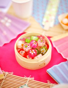 Japanese tea party favors: small bamboo steamers filled with colorful Japanese hard candies Japanese Candy, Japanese Sweets, Cute Food, Yummy Food, Cherry Blossom Party, Japanese Birthday, Asian Tea, Asian Party, Sushi Party