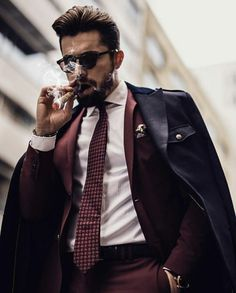 The refinement of the masculine style is determined not only by its external style, but also by its habits. The habits, sometimes, emphasize our status in society. Suit Fashion, Mens Fashion, Fashion Menswear, Fall Fashion, Style Fashion, Luxury Fashion, Cigar Men, Classy Suits, Look Man