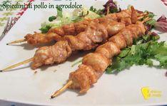 Spiedini di pollo in agrodolce (ricetta light). Ricetta leggera e veloce degli spiedini di pollo in padella o alla piastra marinati in una salsa agrodolce
