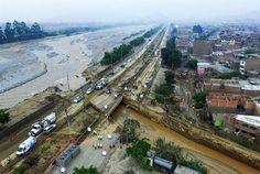 Fotografía aérea del río Huaycoloro luego de que se desbordara en la zona de Campoy, en el distrito de San Juan de Lurigancho en la ciudad de Lima (Perú) | Foto: EFE