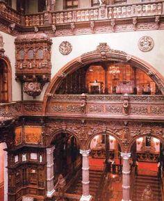 Beautiful Castles, Beautiful Buildings, Transylvania Castle, Romanian Castles, Inside Castles, Peles Castle, Palace Interior, Castle Wall, Luxury Estate