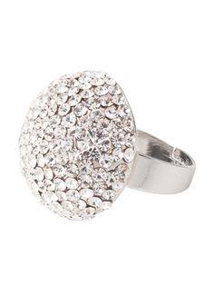 Mooie grote ring met strasstenen van #Poirier.