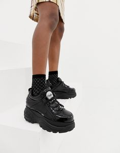 Browse online for the newest Buffalo London classic low top platform sneakers in black patent styles. Shop easier with ASOS' multiple payments and return options (Ts&Cs apply). Platform Sneakers Outfit, Black Sneakers Outfit, High Platform Shoes, Buffalo Shoes, Sneaker Store, London Outfit, Patent Shoes, Shoe Boots, Sneakers Sale