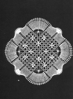Los dos, foto y picado - Choni Encajeras - Picasa Albums Web Bobbin Lace Patterns, Doily Patterns, Thread Crochet, Crochet Granny, Bobbin Lacemaking, Needle Lace, Lace Making, Doilies, Tatting