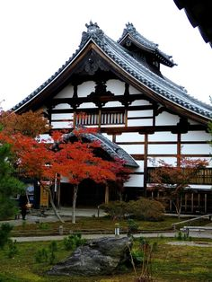 If you are ever in Kyoto, be sure to check out Kodai-ji Temple, which is located at the foot of Kyoto's Higashi-yama Mountain and in close proximity to Maruyama Koen Park.   This temple was established by Hideyoshi Toyotomi's wife in 1606 after his death.   If you love Japanese gardens and are a fan of Hideyoshi Toyotomi, a visit to Kodai-ji Temple is definitely worth a look!
