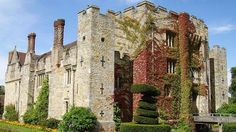 Hever Castle, Kent Childhood home of Henry VIII's second wife, Anne Boleyn. One of the most beautiful castles I have ever seen! And the gardens are to die for! Anne Boleyn, Anne Of Cleves, Mary Boleyn, English Castles, Famous Castles, Fairytale Castle, Beautiful Castles, Tudor History, East Sussex