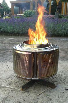 Vuurkorf gemaakt van een wasmachine trommel. Ideaal om met de kids marshmallows op te bakken en veilig voor spattend hout! Super origineel!