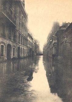 Photos of Paris flood, 1910 Paris France, Paris 1900, Old Paris, Paris Pictures, Paris Photos, Old Pictures, Tour Eiffel, Paris Black And White, Best Vacation Destinations